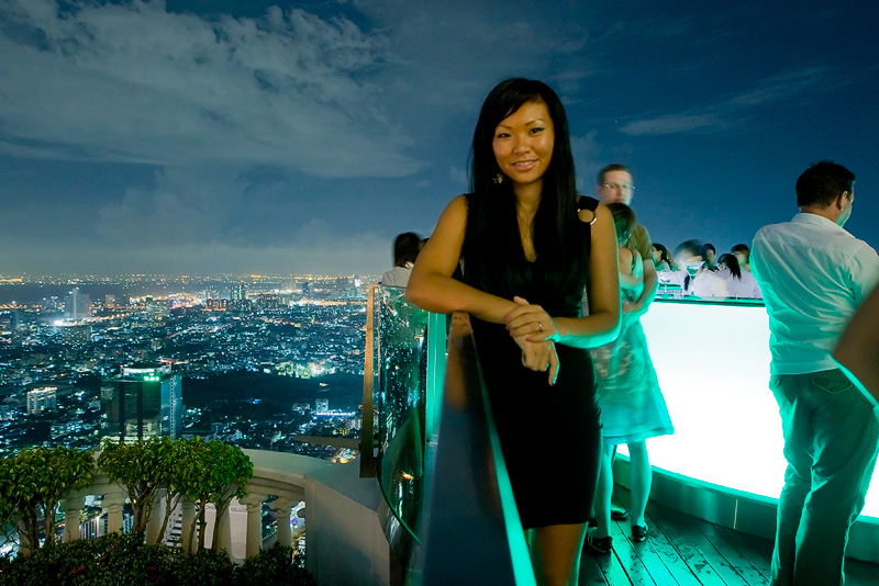 After dinner to the Sirocco bar at State Tower, really cool open place at the 66 floor or so..